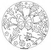 Mandala avec feuilles, fleurs et papillons