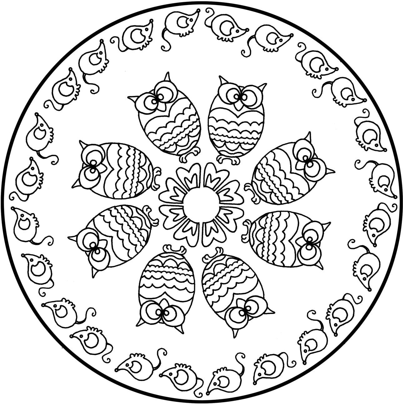 Tr¨s beau mandala ambiance animali¨re avec plusieurs hiboux et des souris tout autour de